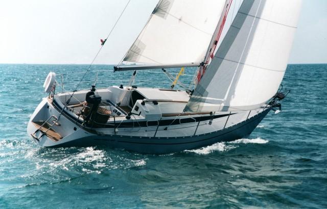 Cinque barche usate imperdibili da 9 a 10 metri for Barche al largo con cabine