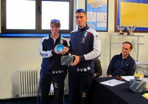La consegna del premio a Andrea Pendibene e Giovanna Valsecchi