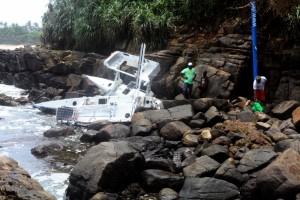 Il relitto del catamarano non abitabile di Yvan Bourgnon sfracellatosi contro le coste dello Sri Lanka