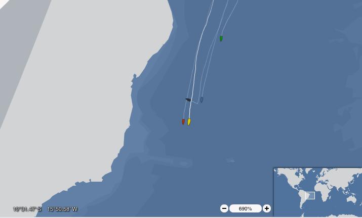 Nel tracking, lo scafo nero che punta il Brasile è Hugo Boss, dopo il disalberamento