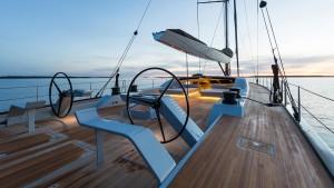lltVkTxTEqcJzqFSrgwI_Win-Win-yacht-deck-2560x1440