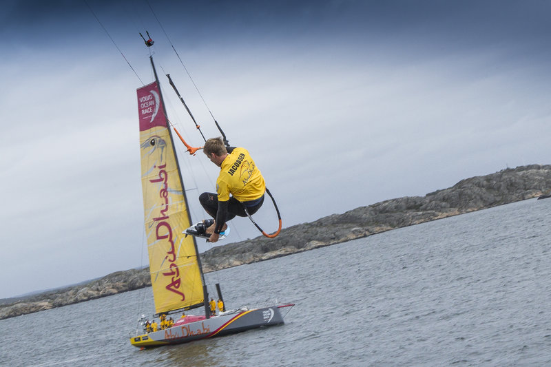 kitesurfer-nick-jacobsen-flies-off-the-33m-boat-mast-of-a-volvo-ocean-race-yacht