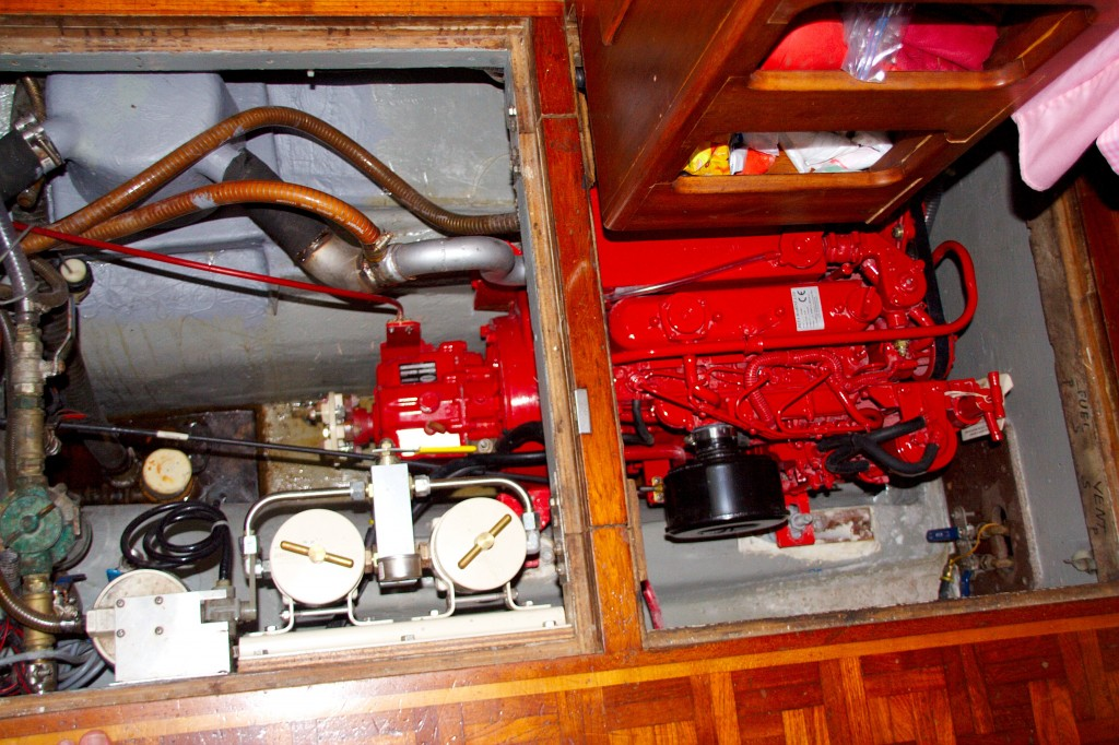 engine-incl-dual-racor-filters-and-new-waterlock-box-IMG_10028