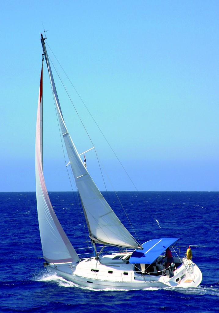"""Il tendalino della barca a vela è sempre esposto al sole e al vento e spesso """"maltrattato"""". Per lui è fondamentale un tessuto resistente."""