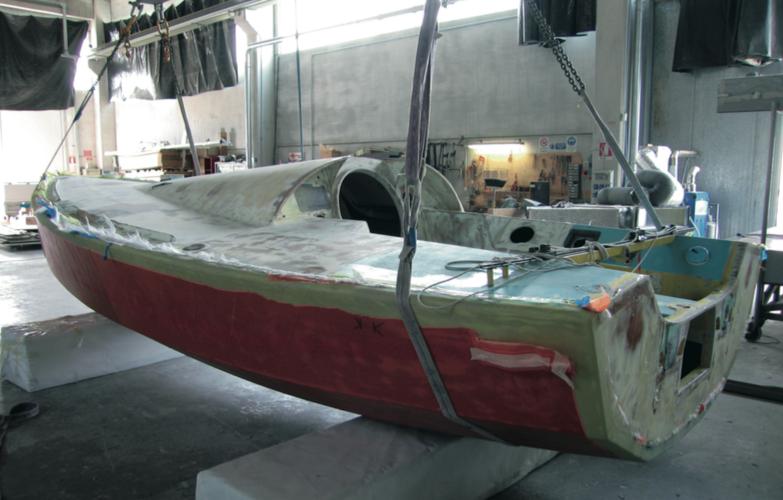 la struttura dell'opera viva viene completamente modificata. lo scafo dovrà uscire indenne dalla furia degli oceani del Sud.