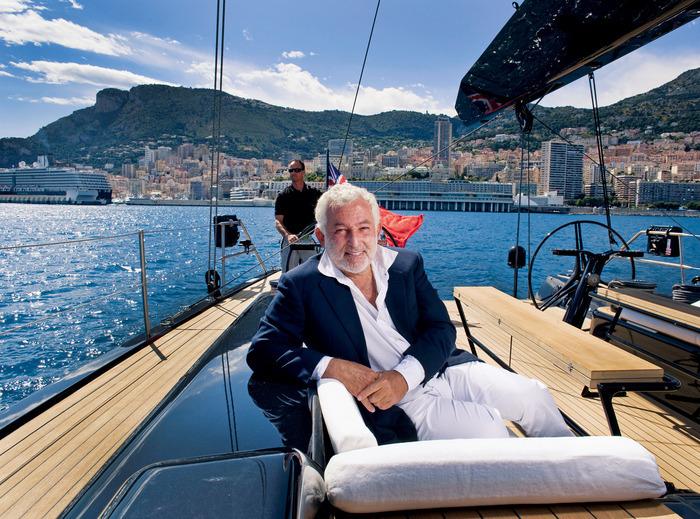 Luca Bassani, 59 anni, a bordo di un suo Wally nel porto di Monaco, sede dell'azienda.