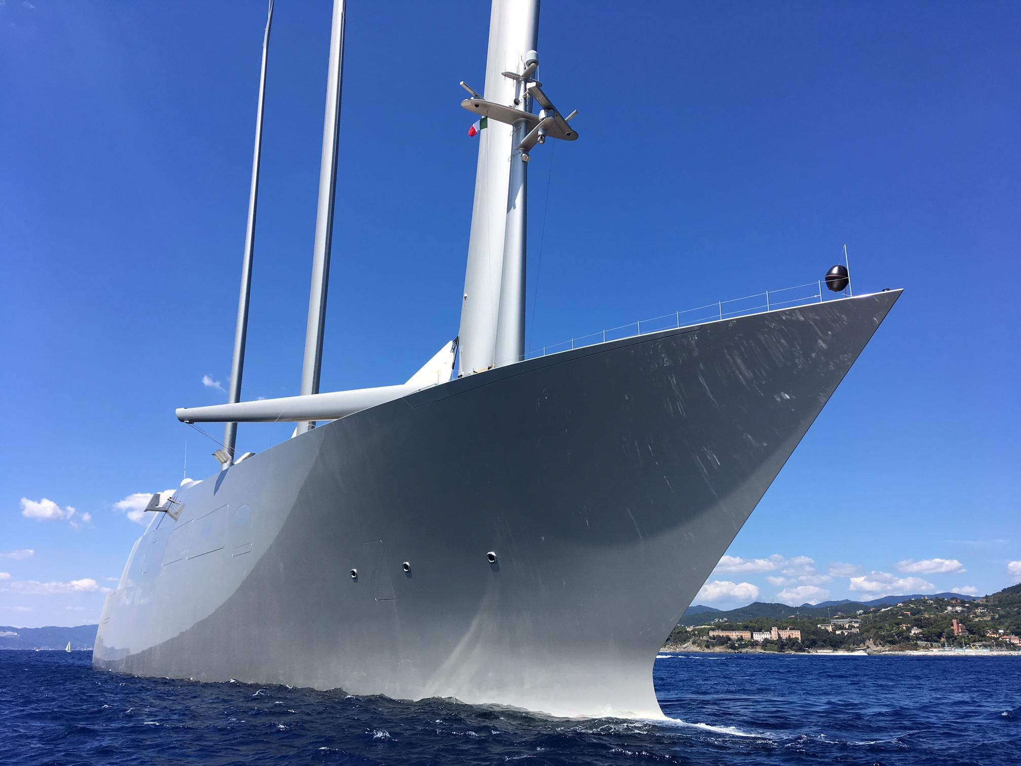 La barca pi brutta del mondo l 39 abbiamo paparazzata a varazze for Classifica yacht piu grandi del mondo