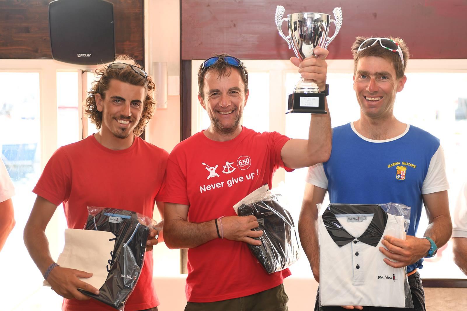 Il podio dei Mini Serie: Michel Sastre al centro con a destra Andrea Pendibene e a sinistra Matteo Sericano
